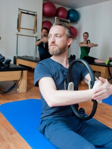 edouard-cours-pilates-collectif-keana-studio-essai-decouverte-pas-cher